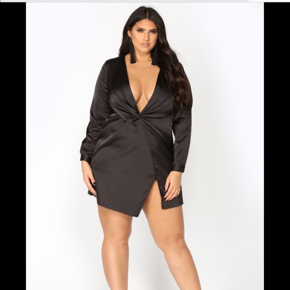Plus size black satin deep v mini dress 👗